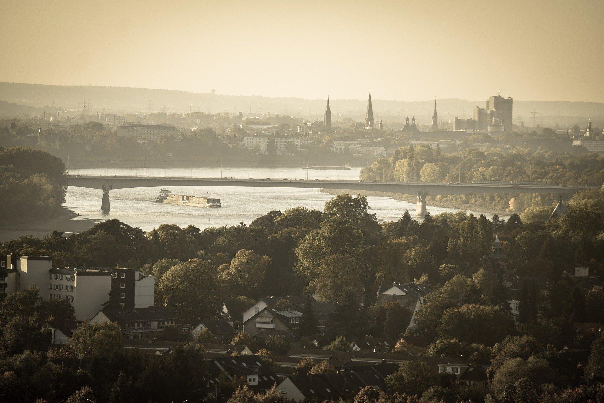 Über Bonn liegt ein Schleiber, Quelle: pixabay: thomas b.